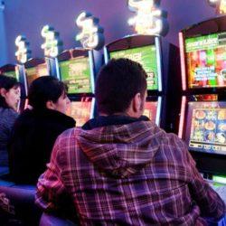 Limitati gli orari delle sale gioco d'azzardo di Napoli. Le Acli chiedono controlli
