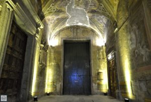 """L'ingresso del Chiostro di S. Andrea delle Dame a Napoli, una delle sedi dell'Università degli studi della Campania """"L. Vanvitelli"""""""