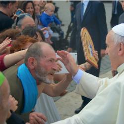 Il Papa sta con gli ultimi: a Roma prima della chiusura del Giubileo della Misericordia