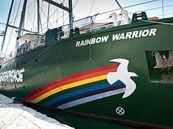 """La Raimbow Warrior II di Greenpeace nel porto di Pozzuoli, per il tour """"Meno plastica, più Mediterraneo"""""""