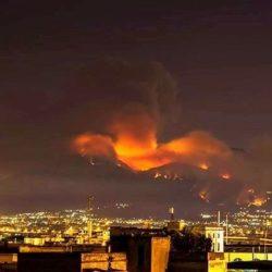 """Il cardinale di Napoli sugli incendi in Campania: """"La condanna di Dio è già in atto per chi ha ucciso l'ambiente"""""""
