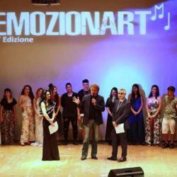 La giovane Maria Musto si aggiugica il primo posto e il Premio della critica di EMOZIONART 2018.