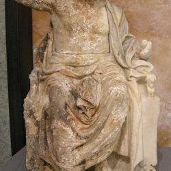 """Ritornata in Italia la statua """"Zeus in trono"""". Nel Castello aragonese di Baia inaugurata la mostra"""