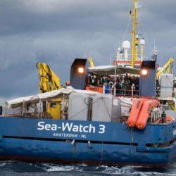 Migranti: Save the Children, procedere subito con lo sbarco dei minori