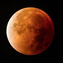 """Con """"la testa tra le nuvole"""": Aristotele, attraverso l'eclissi di Luna la prova che Terra è una sfera"""