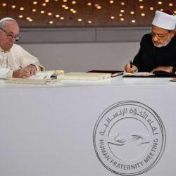 Due abbracci e due firme: Papa Francesco e il compimento del sogno di Giovanni Paolo II