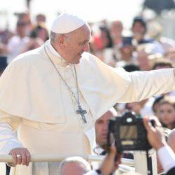 """Papa Francesco: Perché la Chiesa non è crollata? La forza è """"Dio è con noi"""""""