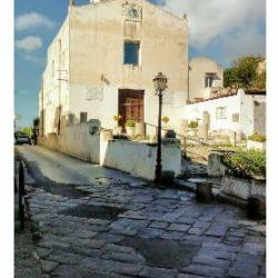 """L'associazione """"L'occhio greco"""" lancia un SOS per l'antico basolato di Miseno davanti la chiesa San Sosso"""