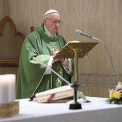 Papa Francesco, una preghiera speciale per famiglie con bimbi e persone in disabilità